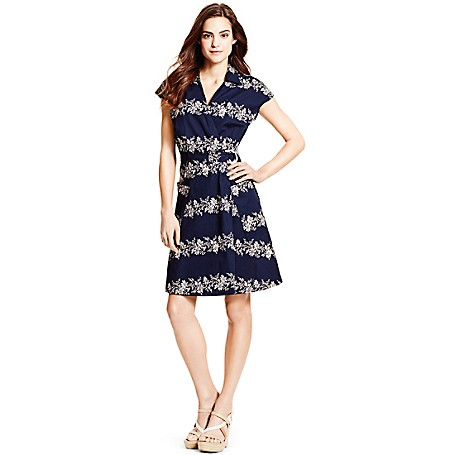 Tommy Hilfiger Garden Party Wrap Dress - Core Navy/Bright White-Pt Tommy Hilfiger Women's Dress. So Simple Yet So Chic, Our Garden-Inspired Wrap Dress Is Styled In Soft, Breathable Cotton. At Once Easy And Elegant, It's One Of Those Versatile Pieces You'll Be Reaching For All Summer Long.• Classic Fit, Approx. 37 In From Shoulder To Hem.• 100% Cotton.• Spread Collar Into V-Neck.• Machine Washable.• Imported.