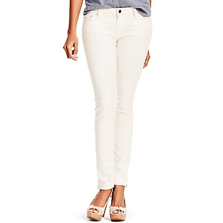 Tommy Hilfiger Made In America Skinny White Jeans - Rinse Tommy Hilfiger Women's Jean. Part Of Our Capsule Collection Celebrating 30 Years Of All-American Style. Our Best-Selling Skinny Jean Refreshed In A Hue That's Perfect For The Season, Styled In Soft, Stretch Denim That Hugs Your Curves Like Never Before. • Skinny Fit, Low Waist, Skinny From Hip To Hem • 90% Cotton, 8% Synthetic, 2% Elastane.• 5-Pocket Styling.• Machine Washable.• Made In America.