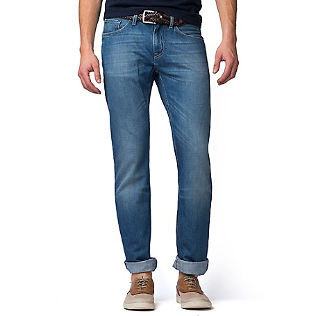 Tommy Hilfiger Regular Fit Faded Jeans - Light Blue Tommy Hilfiger Men's Jean. Jeans That Look Like They Have Stories To Tell (Thanks To Some Authentic Fading). A Completely Versatile Choice In Our Comfortable, Regular Fit. • Regular Fit: Normal Rise With A Straight Leg.• 100% Cotton.• 5-Pocket Styling.• Machine Washable.• Imported.