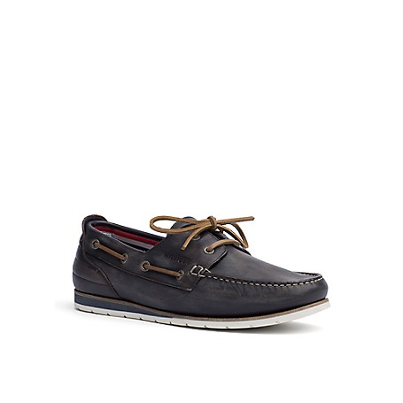 Tommy Hilfiger Leather Deck Shoes - Midnight - 44 Tommy Hilfiger Men's Shoe. What We Do Best, The Timeless Deck Shoe In Leather. Just Like The Pair You Loved Growing Up As A Kid-With The Same Amazing Comfort And Siped-Sole Grip. Boat Shoe Silhouette In Leather. 1'' Heel. Rubber Sole, Padded Insole. Imported.