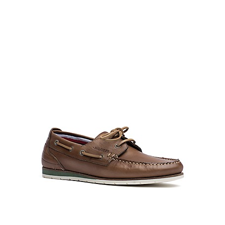 Tommy Hilfiger Leather Deck Shoes - Cognac - 42 Tommy Hilfiger Men's Shoe. What We Do Best, The Timeless Deck Shoe In Leather. Just Like The Pair You Loved Growing Up As A Kid-With The Same Amazing Comfort And Siped-Sole Grip. Boat Shoe Silhouette In Leather. 1'' Heel. Rubber Sole, Padded Insole. Imported.
