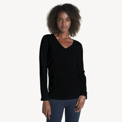 Tommy Hilfiger Women\\\'s Essential V-Neck Sweater, Deep Black, XXS- Tommy Hilfiger women\\\'s sweater. Lightweight knit construction and a trim design allows you to transition the seasons with ease. Wear on its own or as a layer, this comfortable combed cotton V-neck sweater is a wardrobe essential.