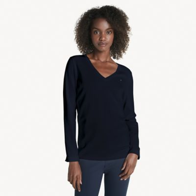Women\\\'s Essential V-Neck Sweater, Sky Captain, - Tommy Hilfiger women\\\'s sweater. Lightweight knit construction and a trim design allows you to transition the seasons with ease. Wear on its own or as a layer, this comfortable combed cotton V-neck sweater is a wardrobe essential.