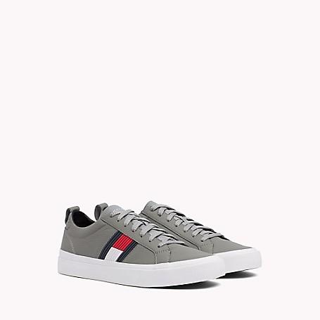 07fec89ac79cf Flag Sneaker
