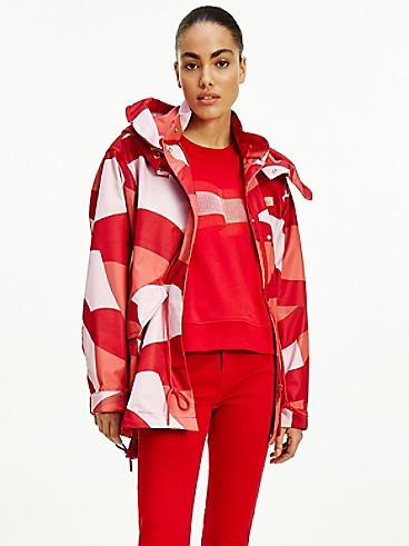 타미 힐피거 우먼 파카 Tommy Hilfiger Icon Recycled Wavy Flag Parka,motion flag tonal red